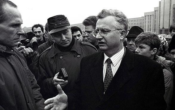 Станислав Богданкевич на пикете против референдума, 16 ноября 1996 года