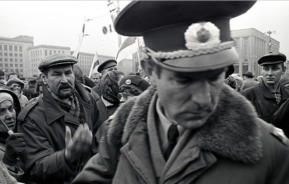 Пикет против референдума рядом с Домом правительства, 16 ноября 1996 года