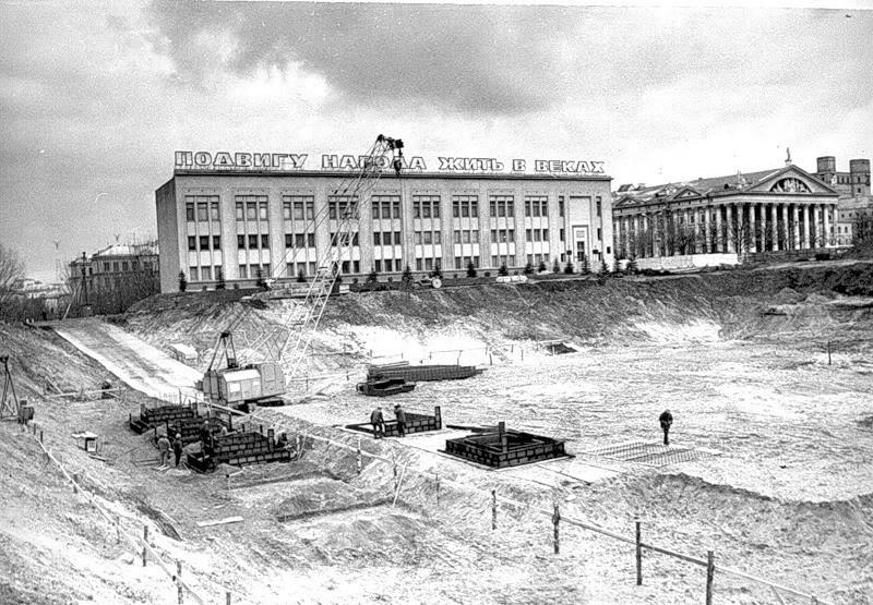 Строительство Дворца Республики, 80-е.