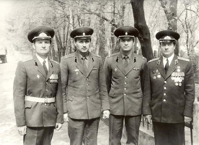 Мікалай Статкевіч (другі злева) і сябры БЗВ. 1992 год.