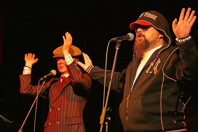 Лявон Вольскі і Аляксандр Памідораў на канцэрце «Народнага альбома» на Бардаўскай восені, 2008 год