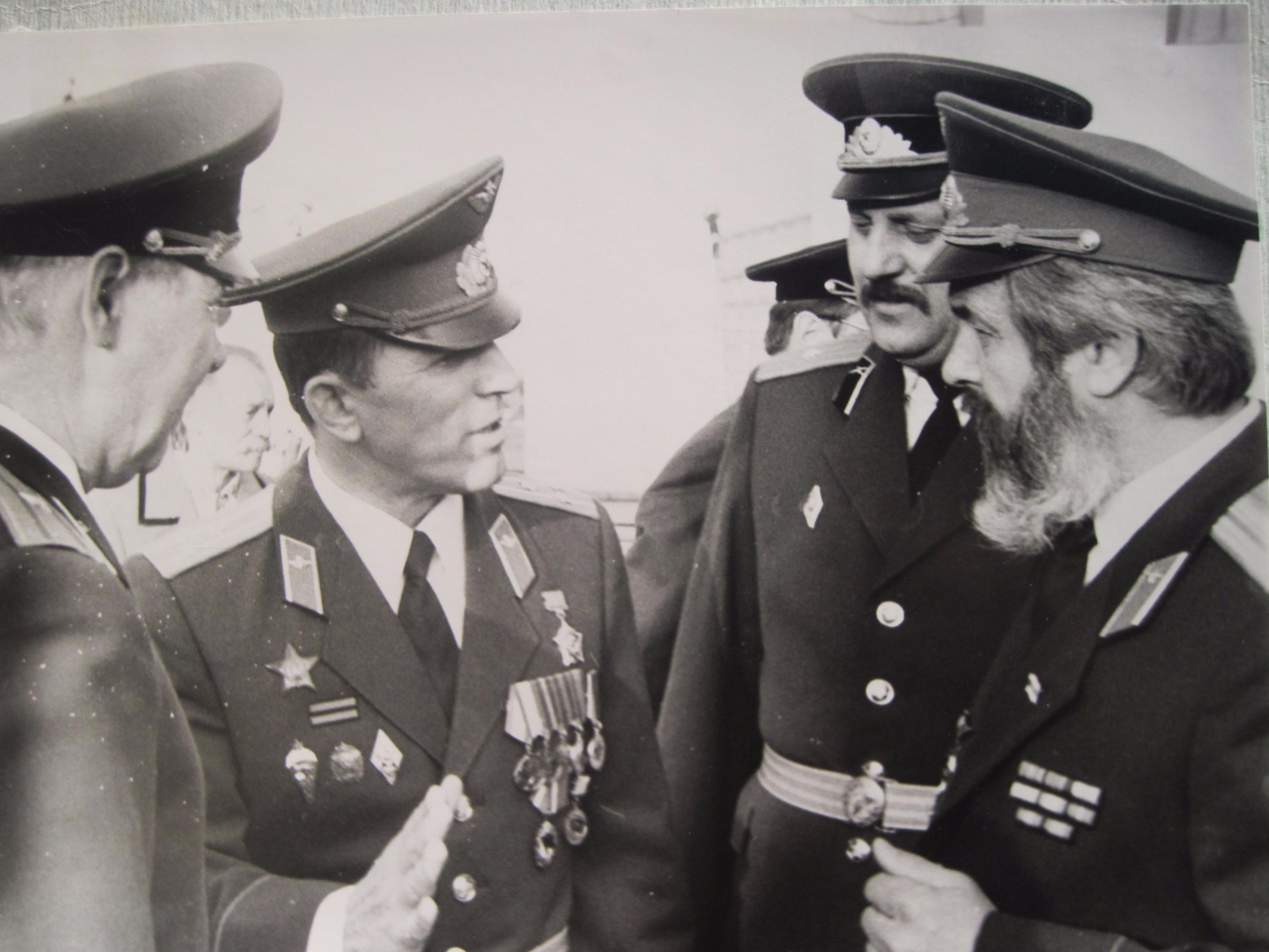На прысяге Беларусі 8 верасня 1992 года. Палкоўнік спецназа Ўладзімір Барадач (другі злева).
