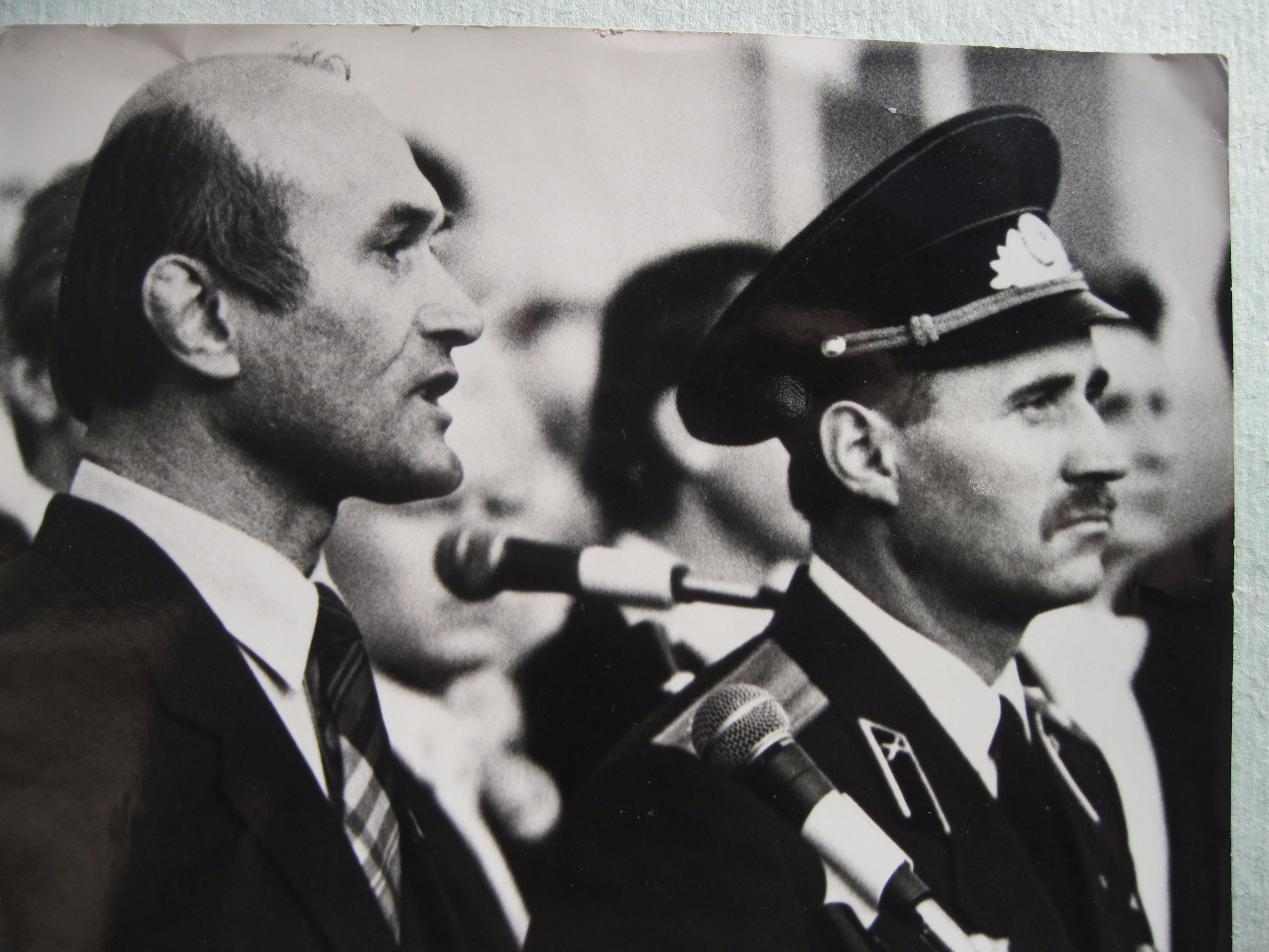 На прысяге Беларусі 8 верасня 1992 года. Зянон Пазняк і Мікалай Статкевіч.