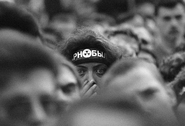 Дэманстрантка на «Чарнобыльскім шляху». Фота С. Брушко