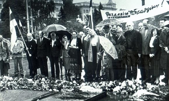 Дзень Перамогі. Сярод удзельнікаў цырымоніі – Генадзь Карпенка (чацвёрты справа), Ніл Гілевіч (шосты справа)