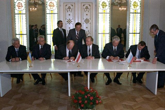 Падпісанне Белавежскага пагаднення 8 снежня 1991 г. СССР спыняе свае існаванне
