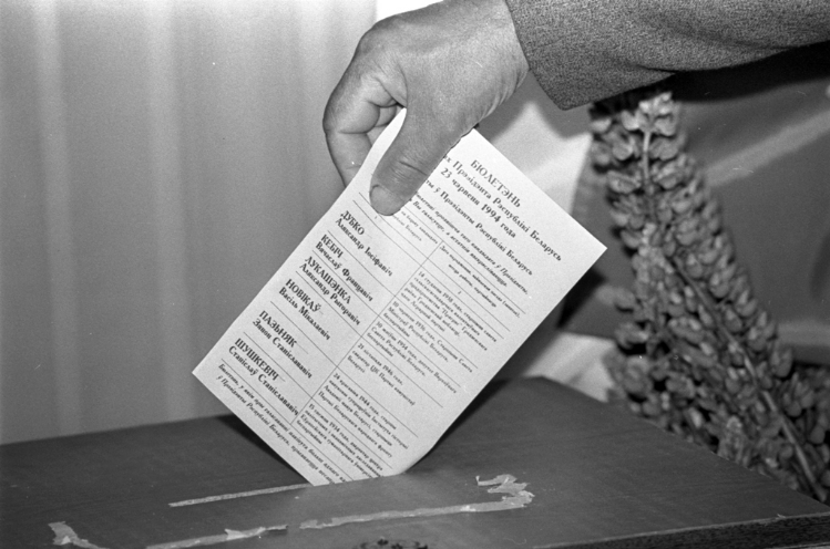 Выбары першага прэзідэнта Рэспублікі Беларусь. Фота Сяргея Брушко