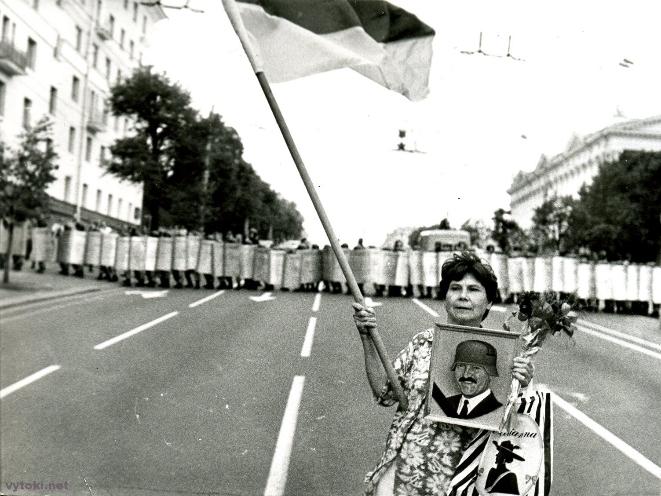 Угодкі Дэкларацыі аб суверэнітэце, мітынг на праспекце Скарыны. Сайт http://vytoki.net/
