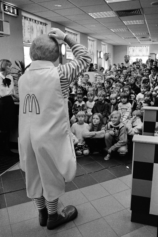 Адкрыццё McDonalds у Мінску (1996 год, фота Сяргея Брушко)