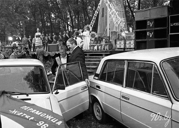 Лукашэнка ўзнагароджвае пераможцаў першых 'Дажынак' (Столін)