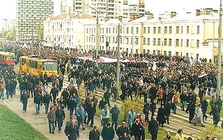 Марш Свабоды: праўда супраць хлусні. Мінск, 17 кастрычніка 1999-га года. Фота bymedia.net